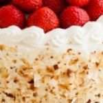 Torta con crema Chantilly e fragole